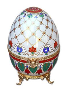 #Faberge Imperial Musical Egg - made of agate in 1894. Enameled and set with rose cut diamonds, pearls, and rubies.