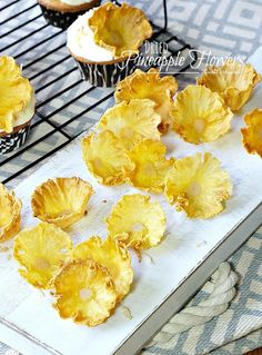 dried pineapple flowers | fiestafriday.net