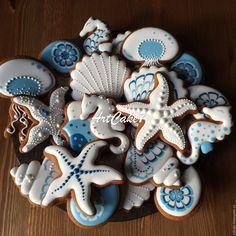 Кулинарные сувениры ручной работы. В синем море. АртПряник. Интернет-магазин Ярмарка Мастеров. Подарок, ракушки морские Summer Cookies, Fancy Cookies, Cute Cookies, Cupcake Cookies, Cookie Frosting, Royal Icing Cookies, Seashell Cookies, Mermaid Cookies, Iced Sugar Cookies