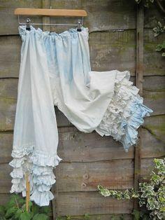 Casual Plus Size Pants Lace Pants, Floral Pants, Ruffle Pants, Kinds Of Clothes, Clothes For Women, Diy Clothes, Crochet Clothes, Ruffle Bloomers, Ruffles