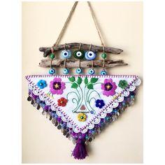 Hand made, Turkisheye Estilo Hippie Chic, Boho Wall Hanging, Felt Decorations, Jewellery Storage, Flower Arrangements, Diy And Crafts, Handmade Jewelry, Christmas Ornaments, Holiday Decor