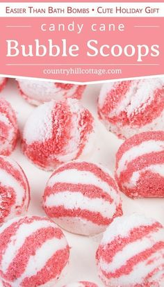 Learn how to make DIY peppermint bubble scoops for Christmas! Made with essential oils, citric acid, baking soda, moisturizing coconut oil and an ice cream scoo Bubble Diy, Bubble Bath Bomb, Bubble Baths, Bubble Bar Recipe, Christmas Bath Bombs, Christmas Soap, Homemade Bubbles, Homemade Beauty Recipes, Bath Bomb Recipes