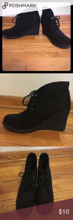 Merona black booties Cute ankle boots, perfect for chilly weather looks. Works well with leggings or jeans! Merona Shoes Ankle Boots & Booties