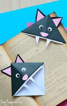 Cat Corner Bookmarks – Halloween Origami for Kids