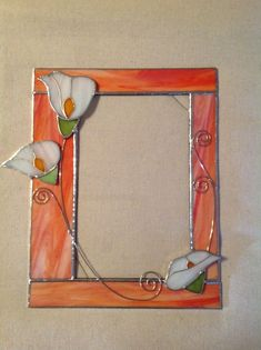 Family Picture Frame Idea - Finding the ideal picture frame for your pictures can make all the difference in your design. A photo that is framed has an extra professional and polished want to it. Stained Glass Frames, Stained Glass Ornaments, Stained Glass Suncatchers, Stained Glass Flowers, Stained Glass Designs, Stained Glass Projects, Stained Glass Patterns, Stained Glass Art, Stained Glass Windows