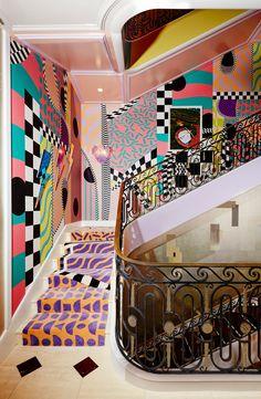 sasha bikoff merges rococo with memphis in her bold new york staircase Sasha Bikoff Kips Bay Treppe Memphis Design, Estilo Kitsch, Memphis Milano, Deco Originale, Top Interior Designers, Italian Interior Design, Stairway To Heaven, Aesthetic Rooms, Deco Design
