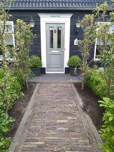 Paving Design, Entry Stairs, Front Entrances, Outdoor Living, Outdoor Decor, Balcony Garden, Garden Styles, Garden Paths, Garden Inspiration