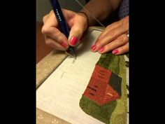 Hooking Rugs with Yarn by Judy Taylor of Little House Rugs. This video is packed full of information about how to hook rugs from yarn. There are descriptions of the various fibers and lots of tips to help you get started rug hooking on your own. Carpet Crochet, Hook Punch, Punch Punch, Punch Art, Hand Embroidery, Embroidery Designs, Punch Needle Patterns, Craft Punches, Penny Rugs