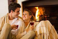 10 moduri prin care îți dai seama că te place Romantic Evening, Beautiful Couple, Wine Drinks, Your Photos, Drinking, Photo Editing, Stock Photos, Lifestyle, Couple Photos