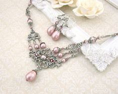 Powder Pink Victorian Necklace Pink Pearl Wedding par ArdentHearts