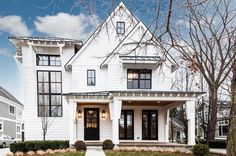 New Ideas House Exterior Remodel White Farmhouse Farmhouse Exterior Colors, White Exterior Houses, Farmhouse Homes, Modern Farmhouse Style, Modern Exterior, Farmhouse Design, Exterior Design, Rustic Farmhouse, White Houses