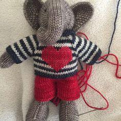 #littlecottonrabbits #knittingdoll #valentinesday
