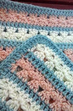 [Free Pattern] Fantastically Cute Blanket With Little Flower Rows - Knit And Crochet Daily