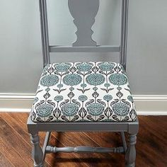 Video Tutorial How To Reupholster Dining Chairs And Protect The Inspiration Fabric To Recover Dining Room Chairs Decorating Inspiration