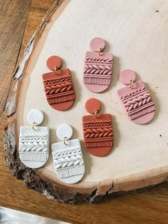 Polymer Clay Projects, Polymer Clay Creations, Handmade Polymer Clay, Polymer Clay Jewelry, Polymer Clay Embroidery, Diy Clay Earrings, Biscuit, Clay Design, Clay Beads