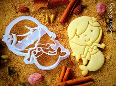 Planning an Under the Sea birthday party? Little mermaids of all ages will love cookies made with our enchanting Mermaid cookie cutter. Sporting a starfish in her hair and a lovely pearl necklace, our