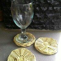Dibuat dari rotan asli Kalimantan yang dianyam secara manual dengan tangan, bukan mesin.  Berbentuk lingkaran sebagai alas gelas atau tutup gelas.   Ukuran diameter: 9cm  Harga: Rp. 5.000,-   #rotan #gelas #alas #tutup #alasgelas #tutupgelas  #tatakan #tatakangelas Rattan Basket, Wine Glass, Tableware, Dinnerware, Dishes, Wine Bottles