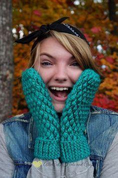 Free crochet mitten pattern @ Allie Cat's Hats