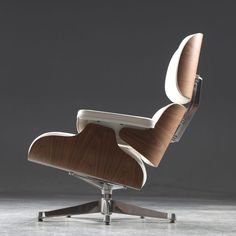 The auction of this iconic Eames Lounge Chair in walnut and white leather is ending today. For more info - Link in bio! #mylauritz #Eames #eameschair #designicon #loungechair #midcentury #midcenturymodern #midcenturydesign #livingroom #hem #instahome #modernhome #danishhome #scandinavianhome #inredning #boligindretning #interiør #interior #interiordecor #interiordesign #interiorinspiration #interiorinspo #homedecor #decor #homedesign
