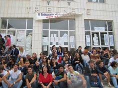 Studenti e avvocati uniti contro la chiusura del Tribunale di Rodi Garganico - http://blog.rodigarganico.info/2013/attualita/studenti-avvocati-uniti-la-chiusura-del-tribunale-rodi-garganico/