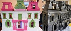 Turn an ordinary dollhouse into an awesome haunted house / Boing Boing Halloween Diorama, Casa Halloween, Halloween Doll, Halloween Crafts, Halloween Ideas, Haunted Halloween, Halloween 2020, Halloween Stuff, Kid Crafts