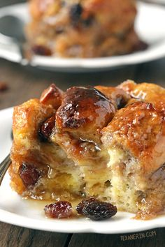 Bread Pudding for Two with Bourbon Sauce (gluten-free, dairy-free, whole grain options) - Texanerin Baking (gluton free dinners) Vegan Bread Pudding, Bourbon Bread Pudding, Raisin Bread Pudding, Cinnamon Raisin Bread, Bread And Butter Pudding, Pudding Recipes, Bread Puddings, Dairy Free Bread Pudding Recipe, Challah Bread Pudding