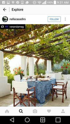Mit Wein bepflanzte Pergola einer italienischen Villa am Meer - Urlaub pur! pergola vines HOUSE TOUR: A Magical Italian Villa Stuns Inside And Out Outdoor Rooms, Outdoor Dining, Outdoor Gardens, Outdoor Furniture Sets, Outdoor Seating, Dining Area, Outdoor Kitchens, Outside Seating Area, Ikea Outdoor