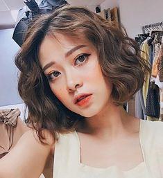 Portrait of EdGe Korean Wavy Hair, Asian Short Hair, Short Wavy Hair, Asian Hair, Short Hair Korean Style, Medium Hair Styles, Curly Hair Styles, Ulzzang Hair, Pigmentation