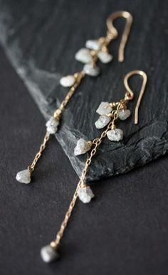 Rough Diamond Cascade Earrings- gold- wedding- long- raw natural diamond- silver - Yum, these are so perfect! Cute Jewelry, Body Jewelry, Jewelry Accessories, Jewelry Design, Jewlery, Jewelry Ideas, Designer Jewelry, Jewelry Trends, Vintage Jewelry