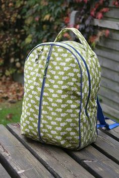 Rugzak Backpack Purse, Purses And Bags, Sewing Projects, Sewing Patterns, Girly, Backpacks, Crochet, Diy Bags, Om