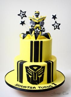 Bumblebee - Transformer - Cake by Joonie Tan