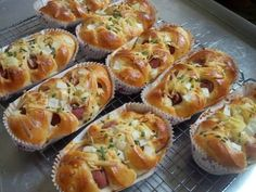 Soft Cow Sausage Bread for 3 days, our favorite; Wonton Recipes, Snack Recipes, Dessert Recipes, Cooking Recipes, Desserts, Soft Bread Recipe, Bun Recipe, Burger Bread, Roti Bread
