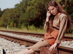 Campaña Miu Miu: Mujer llorando en el riel del tren. #Marketingperu