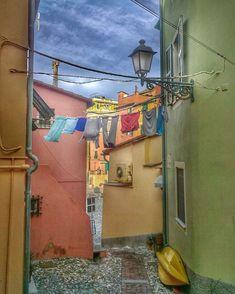 "Elena sanoo Instagramissa: ""#notmypanni a #Boccadasse , #genova #goodmorning 😊 #tv_living #kings_villages #villages #tavel #panorama #architecture #ig_italy…"" Italy, Tv, Architecture, Arquitetura, Italia, Television Set, Architecture Design, Television"