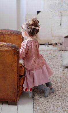 I absolutely LOVE when little baby girls dress like cute grandmas. They make it look so adorable. I wish i could make all baby girl wear soft, billowy, vintage printed clothes all the time. Fashion Kids, Look Fashion, Little Doll, My Little Girl, My Girl, Baby Kind, Baby Love, Cute Kids, Cute Babies
