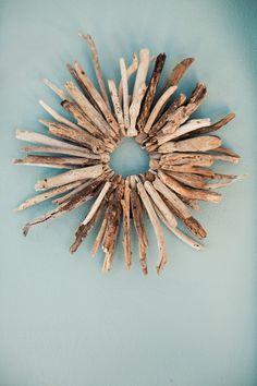 If I had driftwood.driftwood wreath via one of my favorites / victoria smith Driftwood Wreath, Driftwood Projects, Driftwood Art, Driftwood Sculpture, Driftwood Ideas, Twig Wreath, Sticks And Stones, Beach Crafts, Artsy