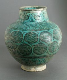 Jar Syria, second half of 13th century. Fritware, underglaze-painted Height: 24.13 cm LACMA Collections