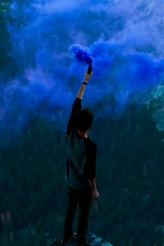 Don't waste any more of your smoke bombs: 9 need-to-know tips for stunning smoke bomb photography Smoke Bomb Photography, Photography 101, Outdoor Photography, Creative Photography, Photography Outfits, Blue Smoke Bomb, Color Smoke Bomb, Dark Souls, Rauch Fotografie