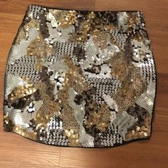 SALE$38 sequin camo skirt In perfect condition no longer sold on express online or in stores Express Skirts Mini