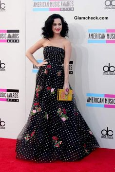 Katy Perry in Oscar de la Renta Gown at AMA 2013