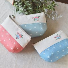 I love polka dots! . 発色の良い水玉柄の布地はポーチにピッタリだと思うの。 #handmade #pouch #刺繍 #ポーチ