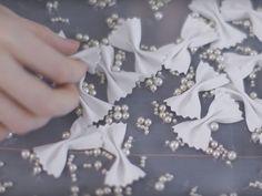 Vem ver os processos de fabricação do desfile de pré outono-inverno 2016/17 da Chanel!