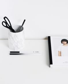 Via NordicDays.nl | Office Styling by MyDubio | Black and White