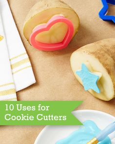Rethink the way you've been using cookie cutters! Discover our 10 creative ideas for repurposing these useful gadgets with suggestions for fruit salad, ornaments and so much more.