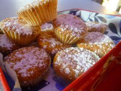 Mini muffin alle carote e mandorle, ricetta senza burro e farina. Small muffin with carrots and almonds. Vegan recipe.