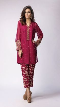 Pakistani Party Wear, Pakistani Wedding Outfits, Pakistani Couture, Pakistani Dresses, Indian Dresses, Indian Outfits, Simple Dresses, Casual Dresses, Fashion Dresses