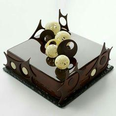 Este posibil ca imaginea să conţină: mâncare Beautiful Desserts, Cute Desserts, Beautiful Cakes, Amazing Cakes, Chocolate Garnishes, Chocolate Desserts, Chocolate Cake, Creative Cake Decorating, Cake Decorating Techniques