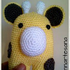 Sonajero jirafa con cascabel interior. Patrón de @eldesvandeideas , basado en el oso Donato ...