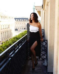 Glamorous Nicole Warne before attending Vogue Gala Foundation Dinner in Paris. Dinner In Paris, Gala Dinner, Gary Pepper Girl, Nicole Warne, Glamorous Dresses, Style Me, How To Look Better, Strapless Dress, Vogue