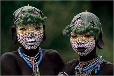 """Silvester es un fotógrafo y militante medioambiental. Uno de sus trabajos más conocidos son las fotografías de las pinturas de los indígenas de Etiopía que viven el valle del río Omo. Según el autor """"Ésta es una de las excepcionales ocasiones..."""
